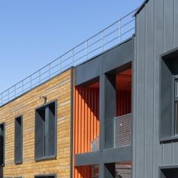 2 bâtiments distincts tout aussi performants d'un point de vue environnemental et thermique.